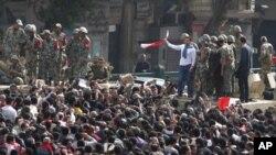 開羅街上仍有大批示威者要求穆巴拉克下台。