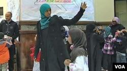 Hafsa Abdelrahman es la encargada de instruir a los niños.
