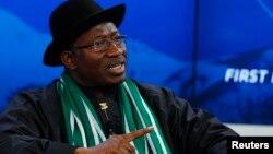 Shugaba Goodluck Jonathan, wanda ya kori Ahmed Gulak.