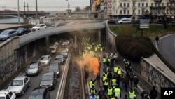 """法国里昂的""""黄背心""""抗议游行。(2019年1月5日)"""