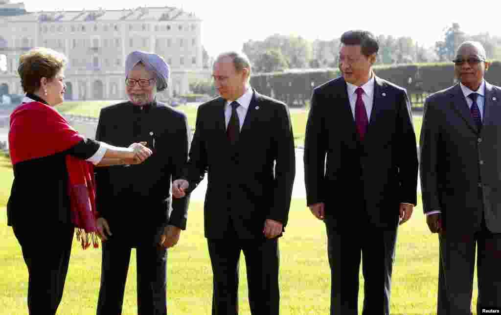 Lãnh đạo các nước trong nhóm BRICS đến dự hội nghị thượng đỉnh G20, gồm có, Brazil, Ấn Độ, Nga, Trung Quốc và Nam Phi.