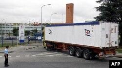 Container chở đống đổ nát của chiếc Air France Airbus A330 bị nạn, 16/6/2011