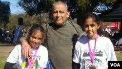 岡薩雷斯和兩個女兒(網路截圖)