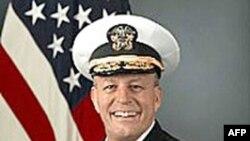 Phó Ðô đốc Michael LeFever, giám sát chương trình huấn luyện quân sự tại Pakistan và yểm trợ quân đội cứu lụt