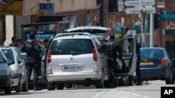 Французский спецназ на месте происшествия. Тулуза. 20 июня 2012 г.