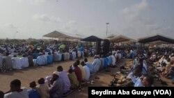 Des Sénégalais célébrent la Tabaski, Dakar, 1er septembre 2017. (VOA/Seydina Aba Gueye)