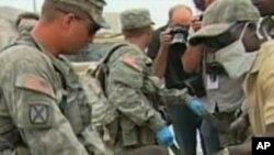 امریکی فوج کی طرف سے ہیٹی زلزلہ زدگان کو طبی امداد پہنچائی جارہی ہے