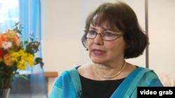 خانم خودفر ۶۵ ساله به تازگی از ایران آزاد شد و با تلویزیون سی بی سی کانادا شرکت کرد. عکس از ویدئوی مصاحبه این تلویزیون.