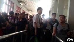旅越华人担心排华,正过境到柬埔寨以策安全(美国之音柬埔寨语组提供)