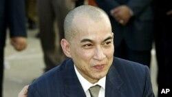 Raja Kamboja Norodom Sihamoni telah memberikan pengampunan bagi Sam Rainsy, pemimpin oposisi yang mengasingkan diri (Foto: dok).
