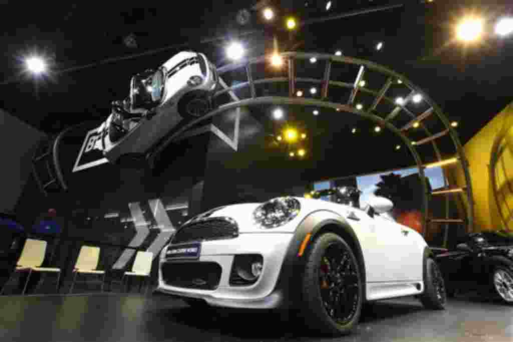 El Mini Cooper 2013 en la sala de exposiciones del Salón Internacional del Automóvil de Detroit.