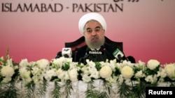 លោកប្រធានាធិបតីអ៊ីរ៉ង់ Hassan Rouhani ថ្លែងក្នុងសន្និសីទកាសែតនៅក្នុងក្រុងអ៊ីស្លាម៉ាបាដ ប្រទេសប៉ាគីស្ថាន កាលពីថ្ងៃទី២៦ ខែមីនា ឆ្នាំ២០១៦។