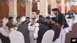 جوانان از دولت خواستند تا زمینه کار را برای شان در ادارات دولتی فراهم نماید.