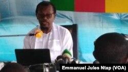 Jean-Jacques Ekindi à Douala annonce son ralliement à Paul Biya, le 19 septembre 2018. (VOA/Emmanuel Jules Ntap)