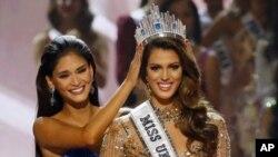 رقابت دختر شایسته تا سپتامبر ۲۰۱۵ از سوی دونالد ترمپ اداره میشد