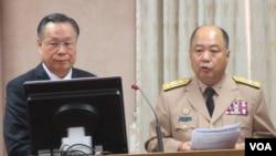 台湾国防部长严明上将星期一在立法院接受质询(美国之音张永泰拍摄)