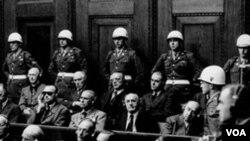 La exhibición incluye el banquillo de los acusados donde el criminal de guerra nazi Hermann Goering, el sub alterno de Hitler, fue enjuiciado.