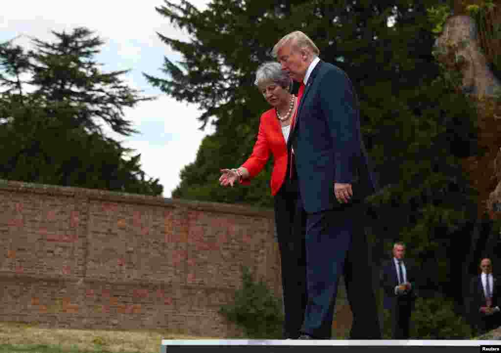 صدر ٹرمپ نے 13 جولائی 2018 کو برطانیہ کا دورہ کیا جہاں انہوں نے اس وقت کی وزیرِ اعظم تھریسا مے کے ساتھ ملاقات کے بعد مشترکہ پریس کانفرنس بھی کی۔