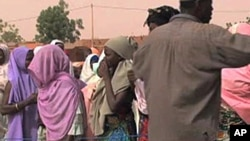 People lining up for food distribution in Zinder, Niger