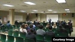 지난 11일 미국 시카고 드폴대학교에서 열린 북한인권포럼에서 북일리노이 주립대학 모르스 단 교수가 교직원과 학생들을 상대로 강연하고 있다.