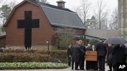葛培理牧師的靈柩返回北卡夏洛特的葛培理圖書館。(2018年3月1日)