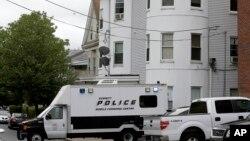 波士顿警方星期二在一家杂货店外面开枪打死一名恐怖分子嫌疑人