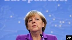 Thủ tướng Ðức Angela Merkel phát biểu tại cuộc họp báo ở Hội nghị Thượng đỉnh EU tại Brussels, ngày 25/10/2013.