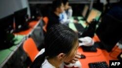چینی والدین میں یہ رجحان تیزی سے فروغ پا رہا ہے کہ وہ اپنے بچوں کو نو عمری میں ہی کوڈنگ کی صلاحیتیں سکھائیں۔ (فائل فوٹو)