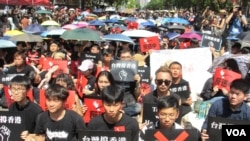 台湾公民团体2019年6月16日动员群众持续声援香港大游行 (美国之音张永泰拍摄)