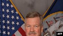 Phó Đô Đốc Mark Fox, Tư lệnh hạm đội 5 của Hải quân Hoa Kỳ cho biết 4 con tin bị giết trong khi các giới chức thương lượng với hải tặc