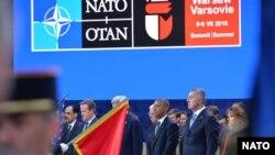 Predsjednik Obama i premijer Crne Gore Milo Đukanović tokom ceremonije na početku sastanka Lidera Sjevernoatlanskog saveza