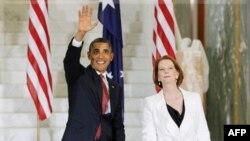 Predsednik SAD Barak Obama i premijerka Australije Džulija Gilard ispred zgrade parlamenta u Kanberi.