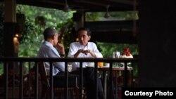 Presiden Joko Widodo menjamu mantan Presiden Barack Obama di Grand Garden Cafe Kebun Raya Bogor, Jumat, 30 Juni 2017. (Foto Courtessy : Setpres RI).
