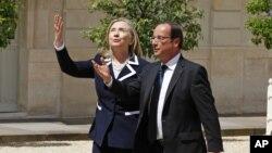 Clinton se ha sentado con los ministros de Francia y Alemania y ha agradecido a los europeos los esfuerzos para frenar la entrada de armas en Siria.