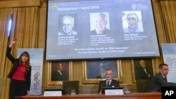 스웨덴 왕립과학원 노벨위원회가 7일 스톡홀롬에서 노벨 화학상 공동수상자 3명을 발표하고 있다.