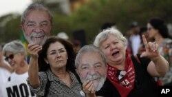 Pendukung Mantan Presiden Brazil, Luiz Inacio Lula da Silva, di depan Kantor Mahkamah Agung di Brasilia, Brasil, 25 September 2019. (Foto: dok).