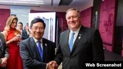 Ngoại trưởng Việt Nam Phạm Bình Minh và Ngoại trưởng Hoa Kỳ Mike Pompeo, Bangkok, Thái Lan, 01/08/2019. Photo US Embassy Hanoi.