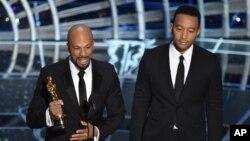 Common(左)和 John Legend(右) 在奧斯卡頒獎禮上。