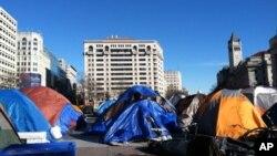 """自由广场的""""占领者""""帐篷"""