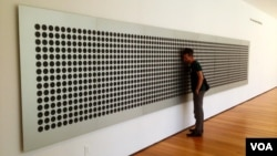 "Tristan Perich's ""Mictrotonal Wall"" breaks down ""white noise"" into 1500 of an infinite number pitches that can be experienced together and in sequence by MoMA visitors. (Adam Phillips/VOA)"