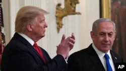 2020年1月28日,美國總統特朗普和以色列總理內塔尼亞胡在白宮。特朗普在那天宣布其政府解決以色列和巴勒斯坦人衝突的計劃。