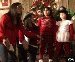 Kelompok remaja dari berbagai gereja dalam pertunjukan Natal ala 'High School Musical.'