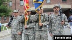 """رسانه های ایران عکس """"نذار زاکا"""" (نفر سمت راست) را با لباس ارتش آمریکا منتشر کرده اند"""