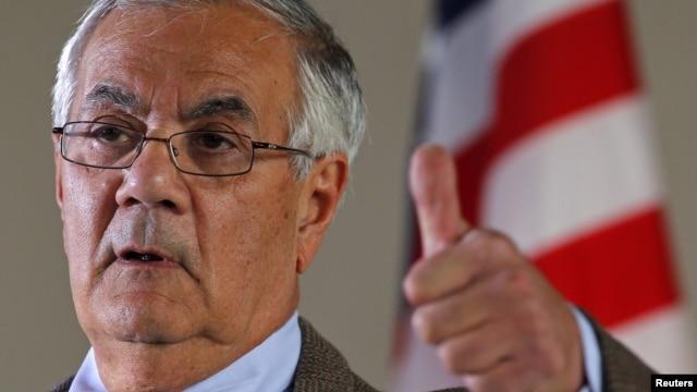 Dân Biểu Barney Frank phát biểu tại 1 cuộc họp báo ở Newton, Massachusetts, 28/11/2011
