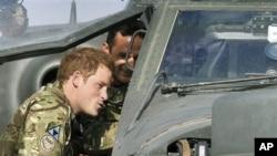 Pangeran Harry dari kerajaan Inggris yang bertugas di Camp Bastion, provinsi Helmand, tidak dalam keadaan bahaya dalam serangan di pangkalan di Afghanistan itu (foto: dok).