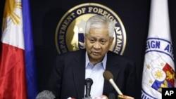Ngoại trưởng Philippines Albert Del Rosario