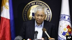 Bộ trưởng Ngoại giao Philippines Albert del Rosario.