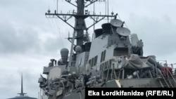 Ракетный эсминец «Росс» (USS ROSS – DDG-71) в порту Батуми. 21 апреля 2019 г.