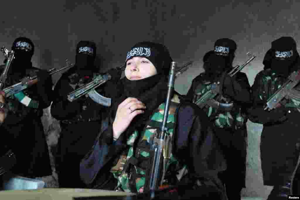 За даними ООН, в ході конфлікту, який триває з березня 2011-го року загинуло більше 70 тисяч осіб.