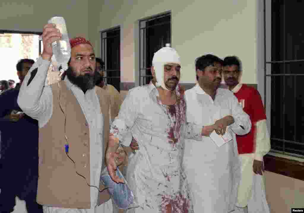 Pakistanın Şiə məscidinə edilən hücum zamanı 50-dən çox insan yaralanıb